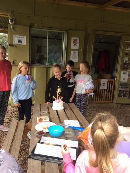 party 6 kids and cake